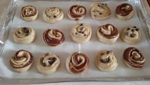 חגיגת שמרים רולדות נוטלה ושושניות במילוי חלבה ושוקולד 3