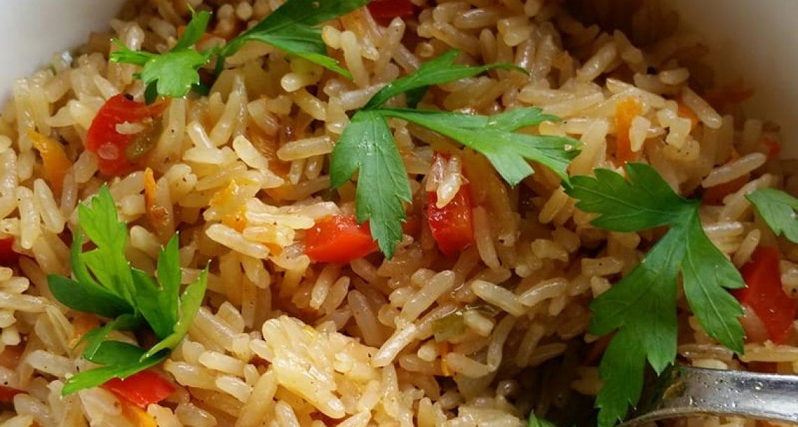 אורז מטוגן עם ירקות בסגנון תאילנדי