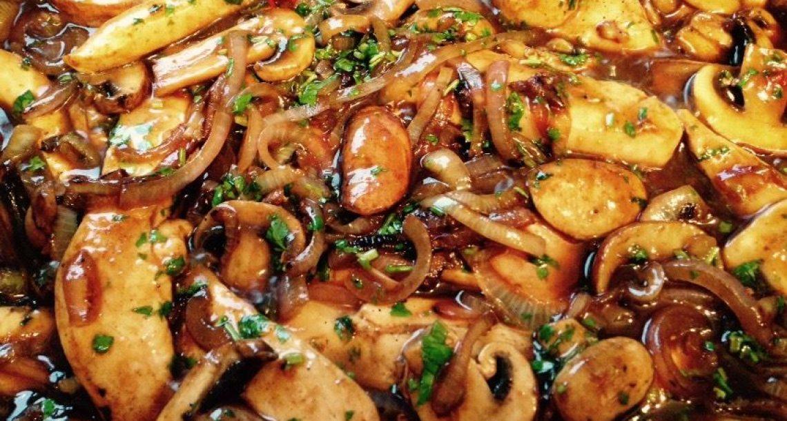 חזה עוף עם בצל ופטריות ברוטב סצ׳ואן