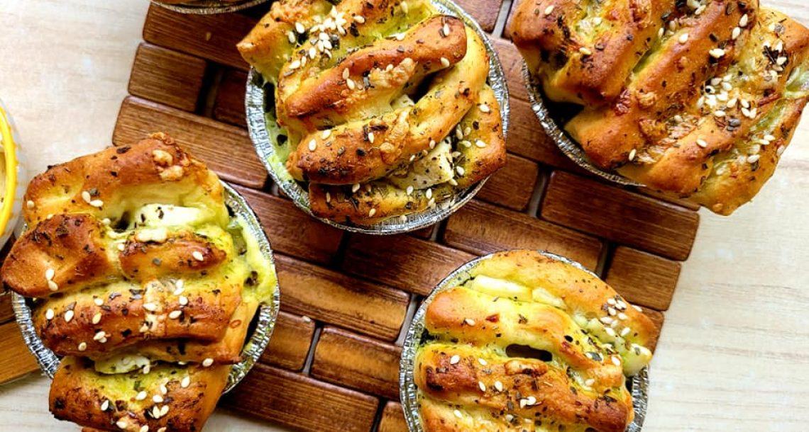 לחם שום אישי נתלש וחלק מילאתי בגבינות – טעים בטירוף