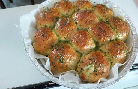 לחם שום ממולא בגבינות