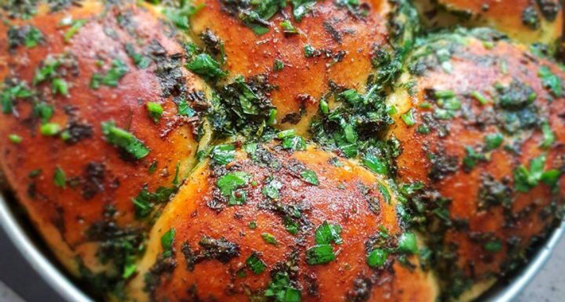 לחם שום עם שמן זית ופטרוזליה – נדיר