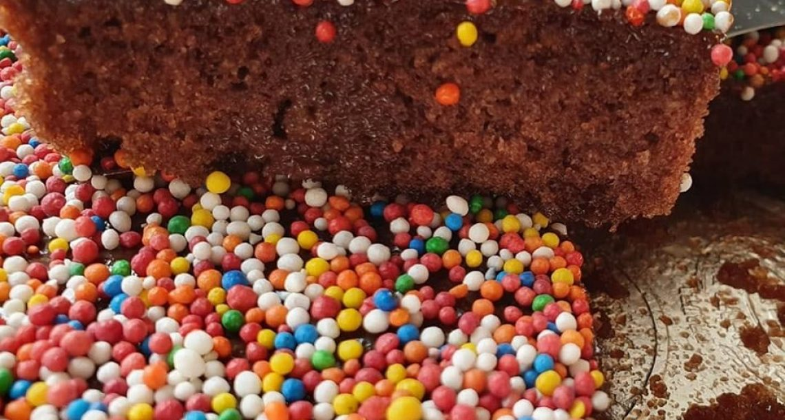 לפעמים הפשטות עושה את שלה – עוגת שוקולד וסוכריות