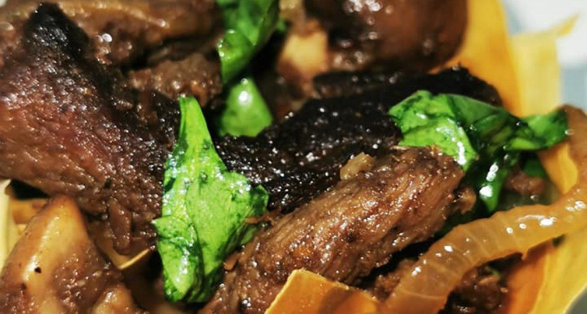 סלסילות פילו במילוי רצועות בשר עם פטריות