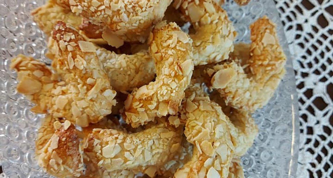 עוגיות מרציפאן מצופות בשקדים