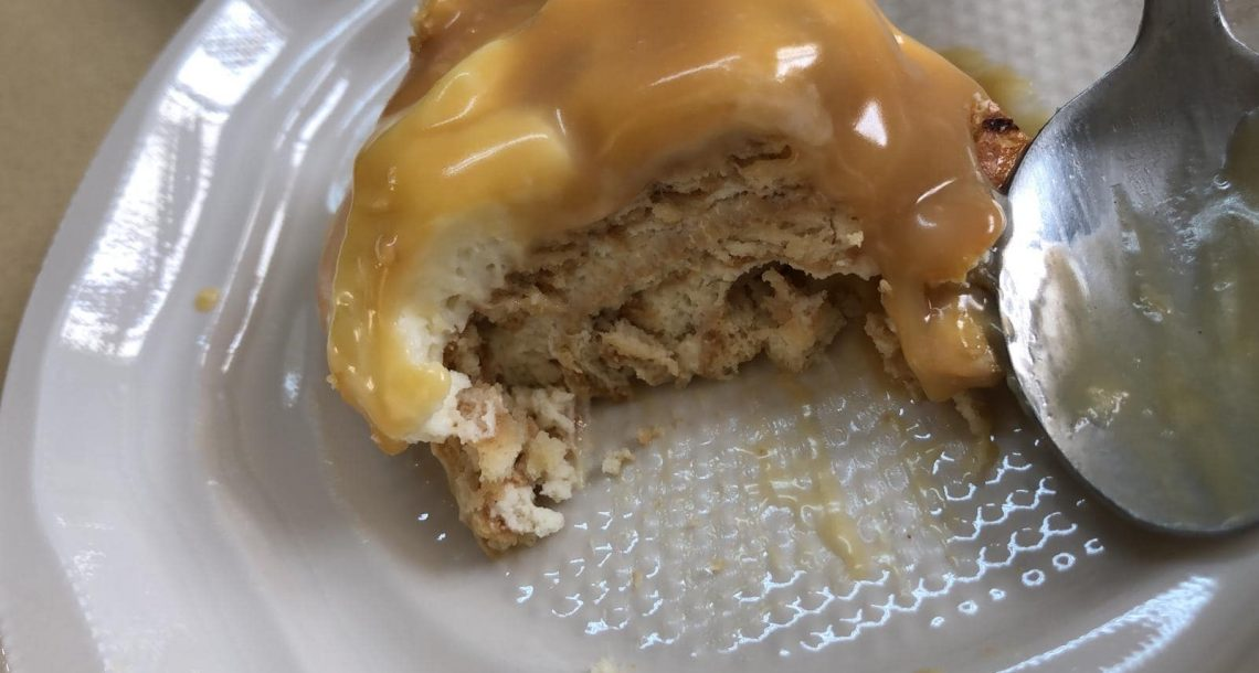 עוגת ביסקוויטים עם קרמל מלוח ושברי בייגלה