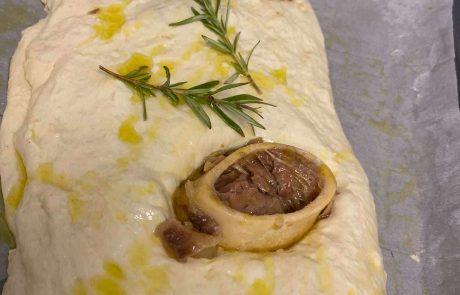 פוקאצ׳ה ממולאת בשר אסאדו ומח עצם