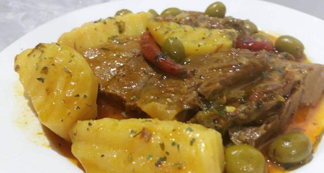 צלי בשר עם זיתים ותפוחי אדמה
