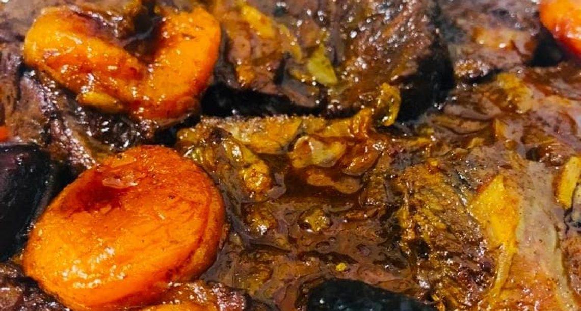 תבשיל צלי בשר עם פירות יבשים